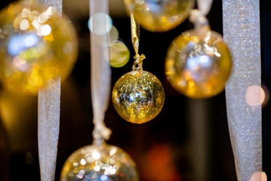Hanging ball gold luster
